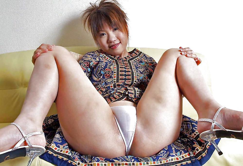 Outdoor asian uncensored cumshot