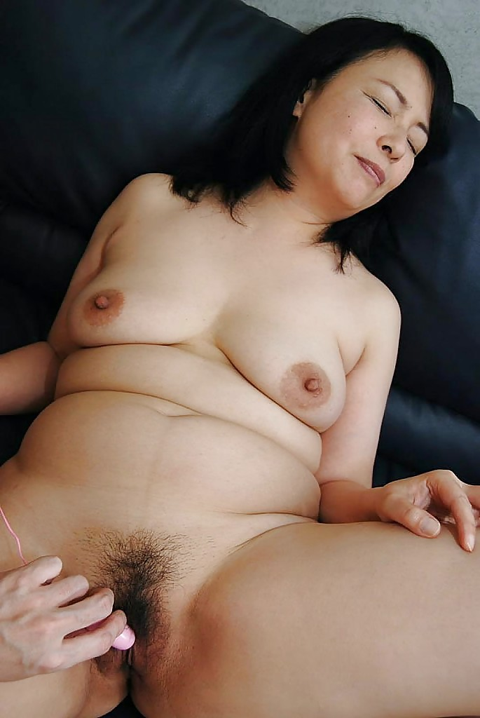 Porn Clip Chinese nude girl butt massage