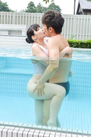 creampie Asian woman outdoor